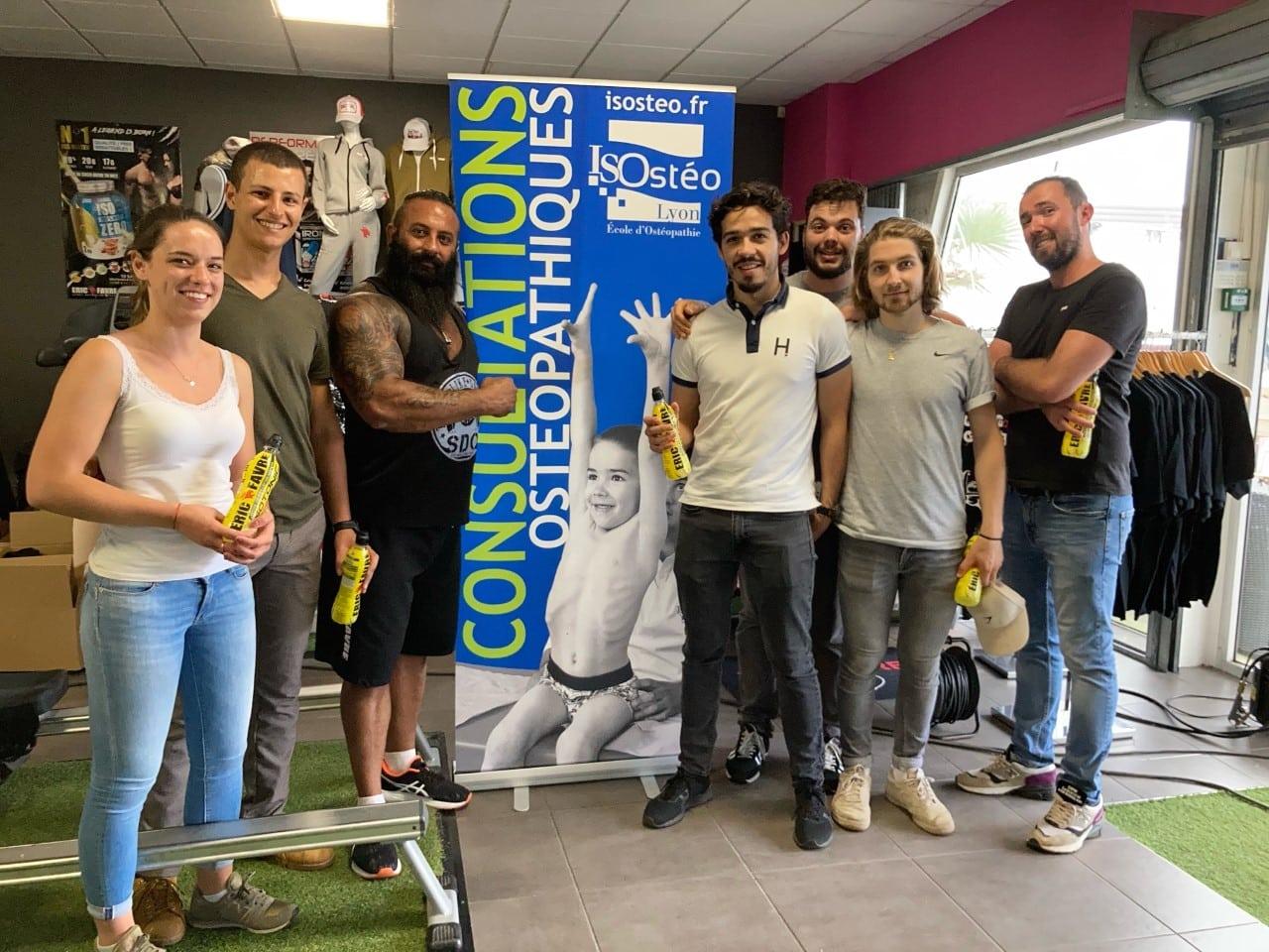 stage sportifs pour le championnat de France de STRONGMAN en juillet 2021 - étudiants et organisateurs posent pour la photo